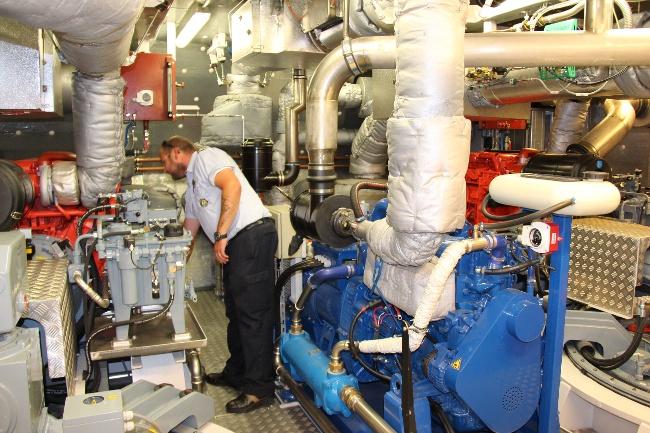 K_WAES_Bjorn_Nautik_URh_Stv_Werftchef_Belgier_Maschinenraum_IMG_4751